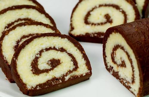 rulada salam de biscuiti cu nuca de cocos